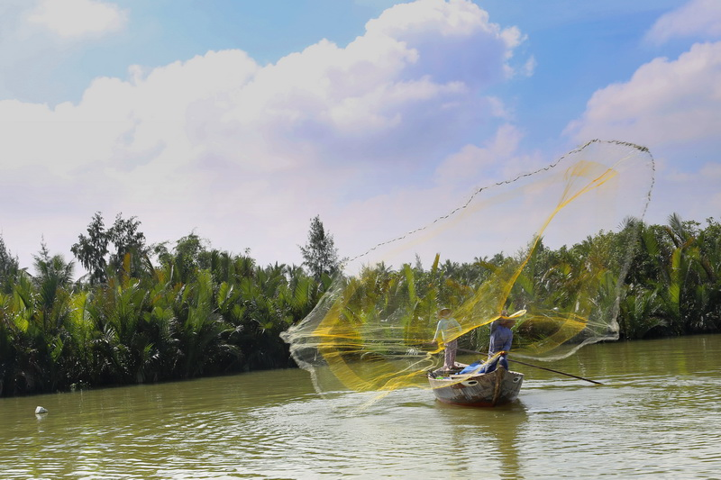 Fishing in Hoian